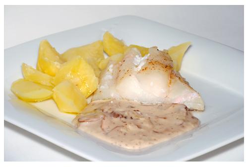Bacalao con patatas y salsa de champiñones