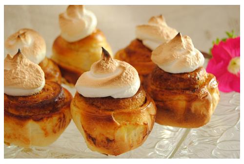 Minicaracolas con merengue suizo