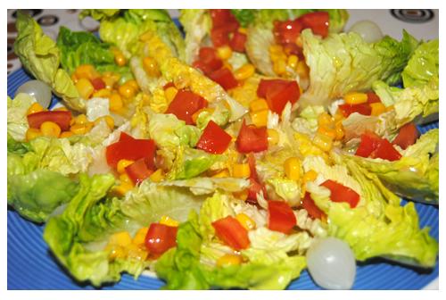 Ensalada de cogollos de tudela con vinagreta de tomate y maíz