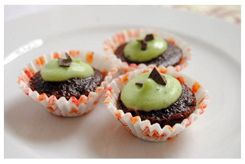 Mini cupcakes de chocolate con cobertura de menta