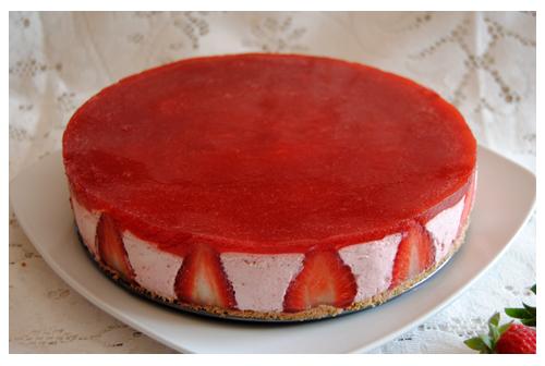 Tarta semifría de fresas y nata